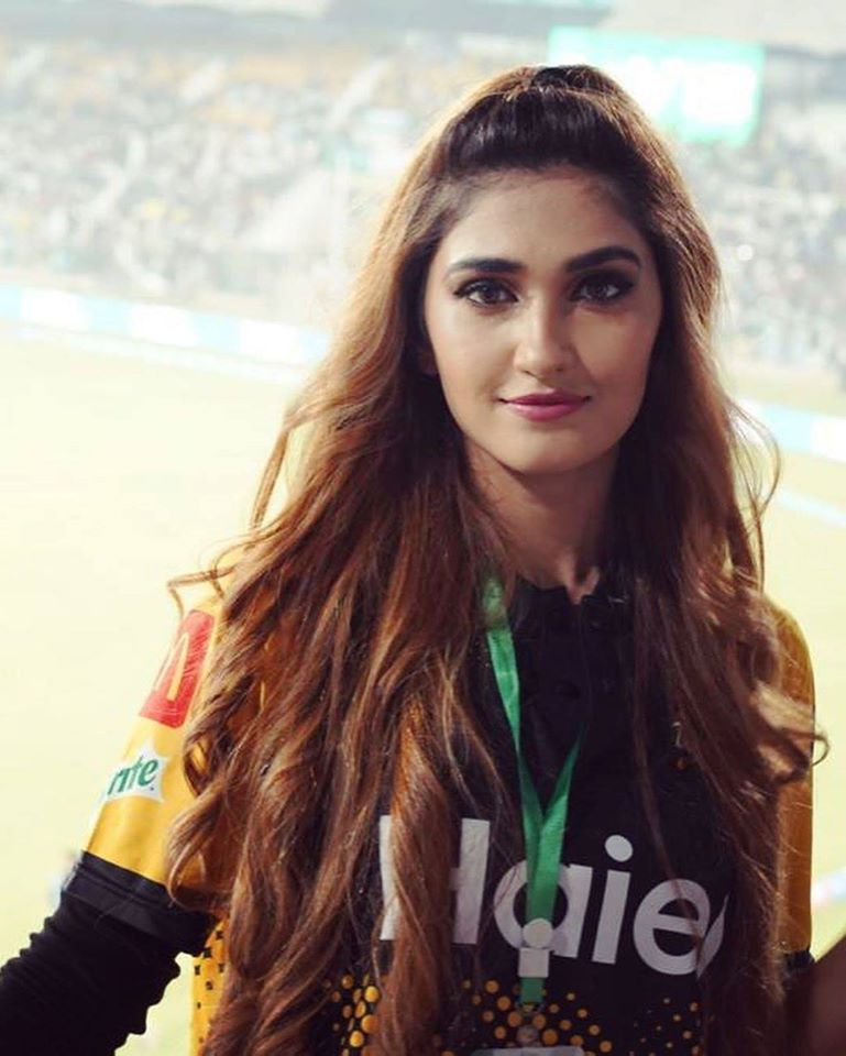 HasanaAli's wife SamyahKhan enjoying PSL2020 and full on supporting her husband and his team peshawarzalmi .